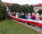 Przedszkolaki odwiedzaja miejsca pamieci narodowej